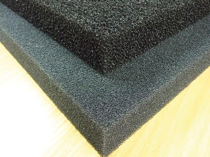 Schwarze Filterschaummatte 50 x 50 x 5 cm - grob/10